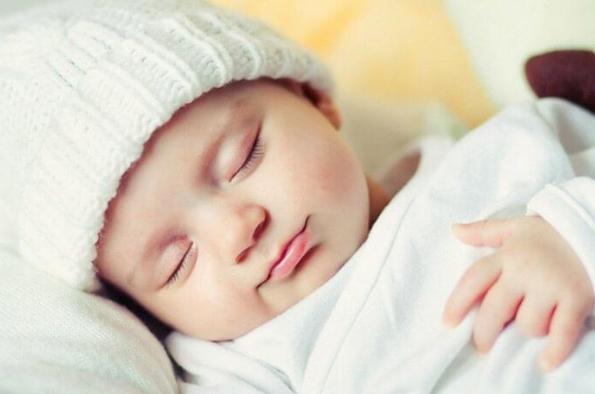 Trẻ 8 tháng tuổi