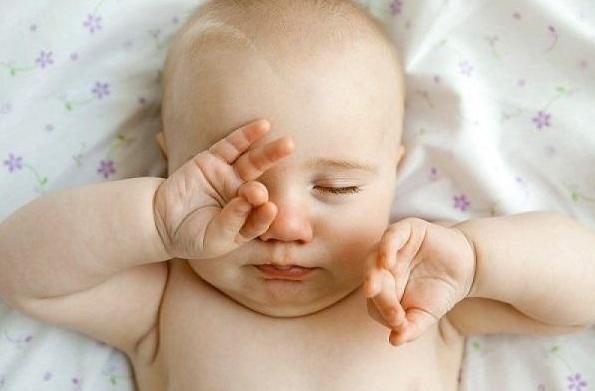 Trẻ sơ sinh bị đau mắt đỏ