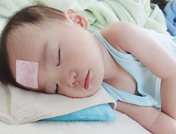 Trẻ sơ sinh bị sốt mẹ nên ăn gì