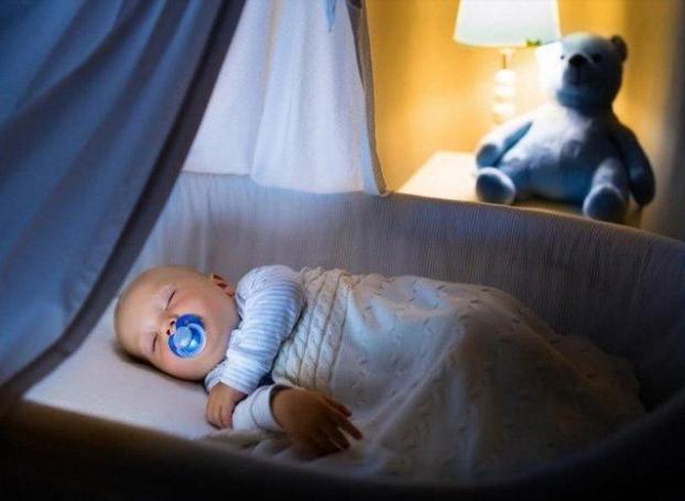 Trẻ 3 tháng tuổi ngủ