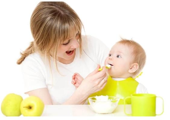 Trẻ bị táo bón mẹ uống sữa gì