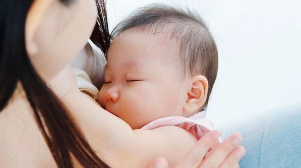 Trẻ sơ sinh ngủ nhiều bú ít