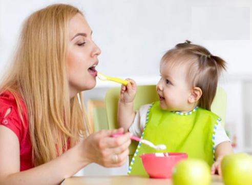 Trẻ 10 tháng biếng ăn