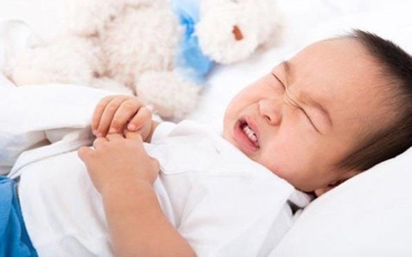 Trẻ 2 tháng bị nôn
