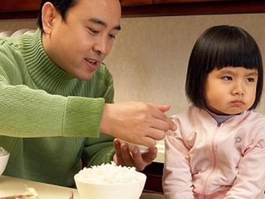 Trẻ 2 tuổi biếng ăn