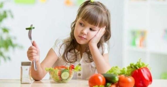trẻ 4 tuổi biếng ăn