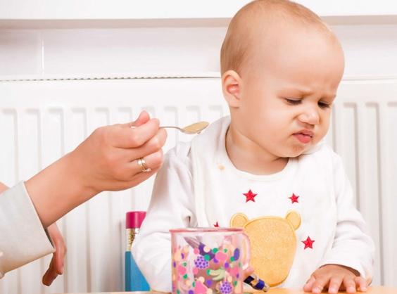 Trẻ 7 tháng tuổi biếng ăn