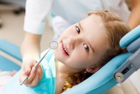 Trẻ 5 tuổi mọc răng hàm