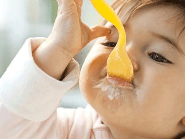 Trẻ mấy tháng ăn được sữa chua