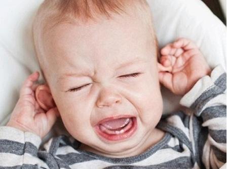 Trẻ mọc răng hàm trong bao lâu