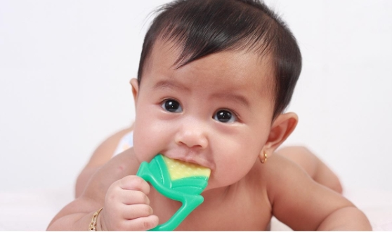 Trẻ sốt mọc răng