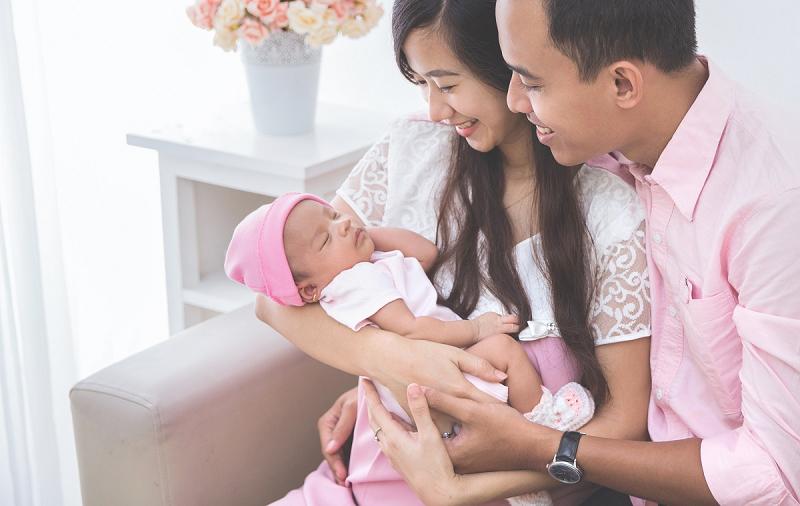 Trẻ Mấy Tháng Bế Xốc Nách Được ? Kiến Thức Cho Mẹ 2
