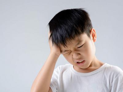Trẻ Bị Đau Đầu: Vấn Đề Mẹ Không Nên Xem Nhẹ